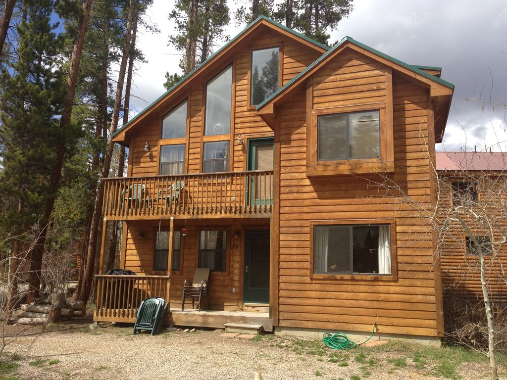 Three Story Cabin With 3 Bedrooms 3 Full Bathrooms And A