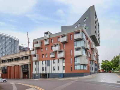 Photo for Stunning 2bed, 2bath apt - 5mins to Central line