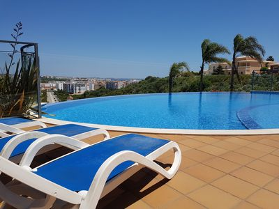 Photo for New & Contemporary 2 bedroom Apartment, with Spacious Open Plan Living.