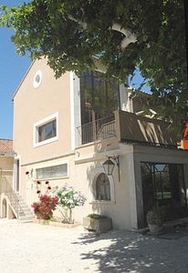 Photo for House in Chateauneuf du Pape from 400 to 650 euros depending on season