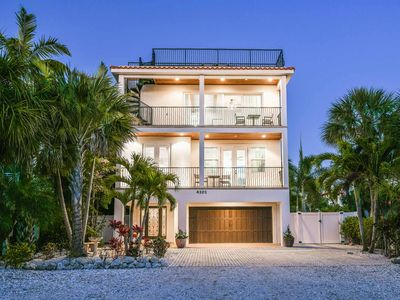 Photo for Perfect location, Just off the beach - Great Rooftop Deck for sunset views!