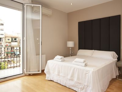 Photo for Stunning 3 bedroom flat near Pl. Espanya with balcony