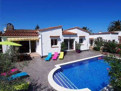 Photo for This 3-bedroom villa for up to 6 guests is located in Empuriabrava and has a private swimming pool,