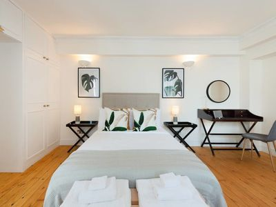 Photo for Chic 3bed 2bath flat 2min to Charing Cross tube