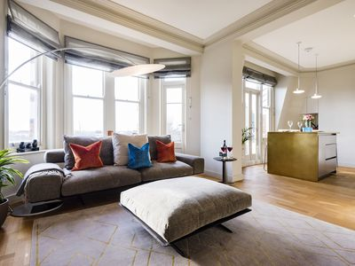 Photo for Spacious Cornwall Mansions Gem apartment in Kensington & Chelsea with balcony.