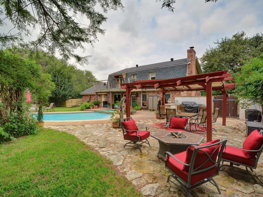 3BR/2.5BA North Austin Retreat with Pool and Spa