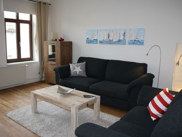 Tasteful, spacious apartment with harbor views, new: fast WLAN
