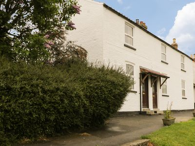 Photo for FRAN'S COTTAGE, with open fire in Millington, Ref 954015