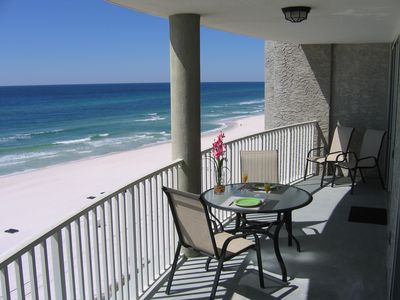 Amazing 30 foot curved balcony! Relax and enjoy the ocean view!