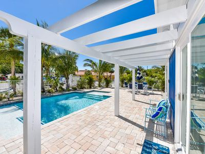 AMAZING BEACH COTTAGE - Sleeps 8 in Beds. Less than 1 Block to Beach.