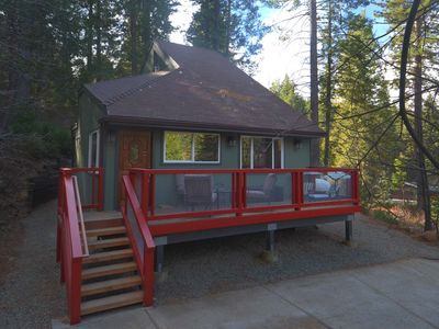 Yosemite Paradise Chalet has 2bedrooms, 2 bathrooms, full kitchen and easy access