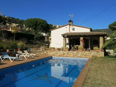 Photo for Elegant rustic style house with private garden and pool. Barbecue and WIFI.