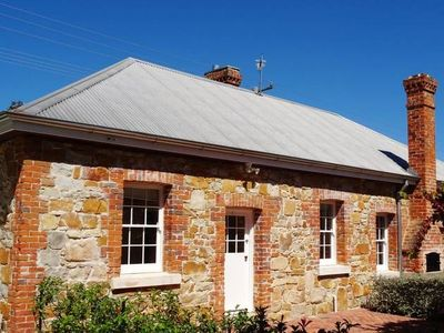 "Photo for Tenterfield Accommodation's""White Rose Cottage"""