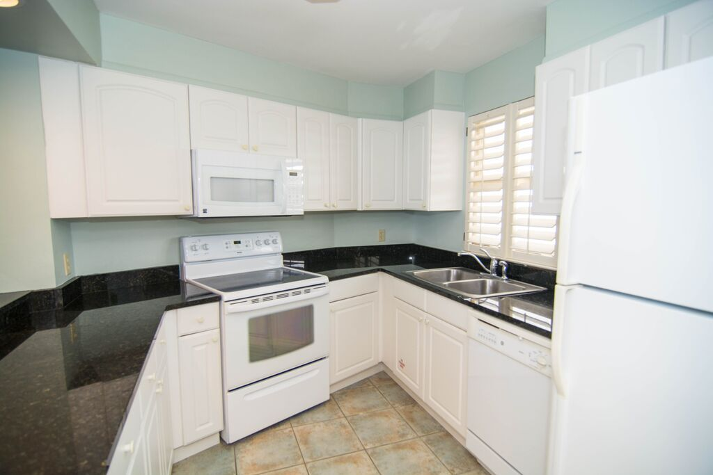 Beachside towers bright 2 br 2 ba located on the 17th for 100 floors 17th floor