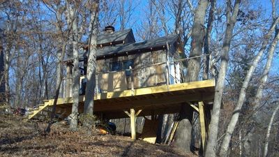 "Photo for Ten Acre Treehouse  ""Whitetail""  Sleeps 2-4"