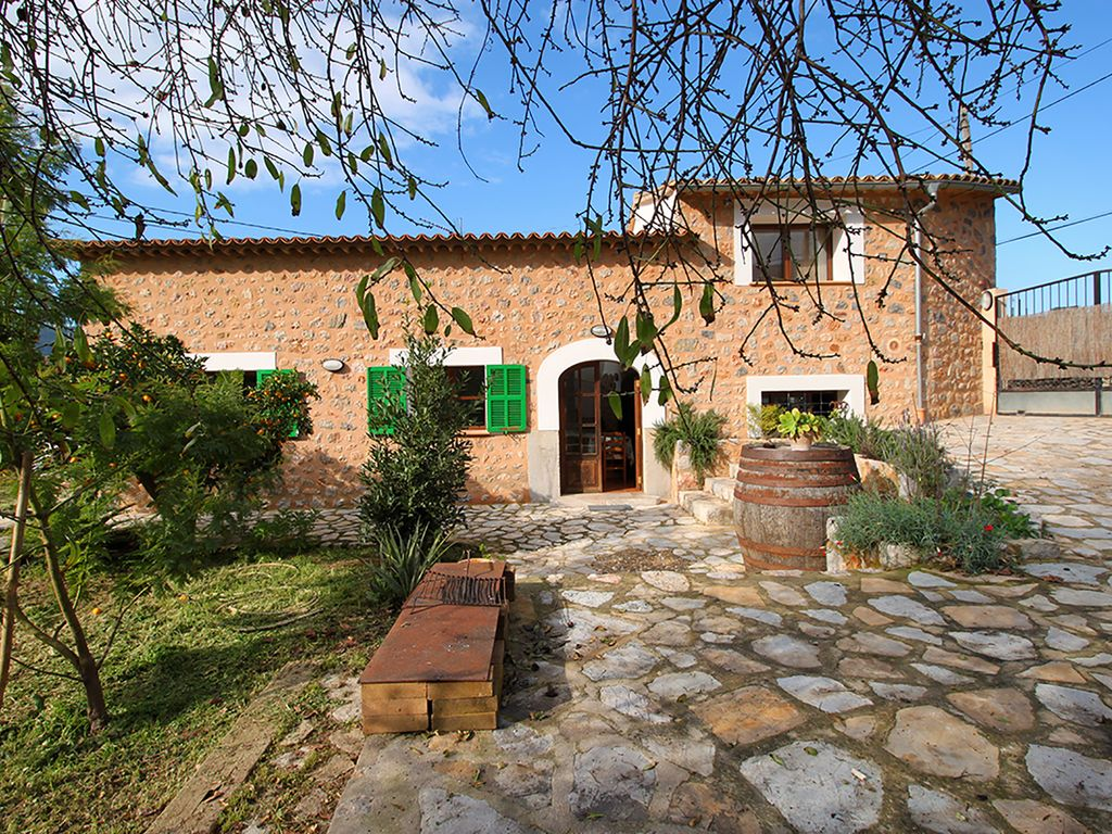 SUNNY HOUSE WITH GARDEN. NICE VIEWS TO THE VALLEY ... - 1478792