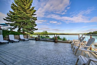 You'll be just steps from lake access & golfing action.