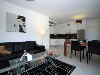 Photo for Contemporary 2 bed apartment. Pool. Jacuzzi. Walk to restaurants.