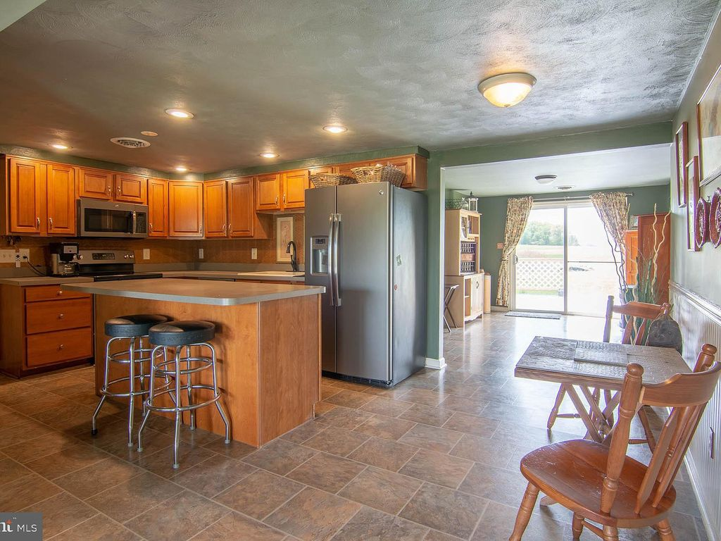 Rural Family Friendly Ranch House, near York, Lancaster, Gettysburg, on family room cottage, family room mansion, family room modern house, family room bi-level house, dining room ranch house, living room ranch house,
