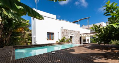 Photo for Canarian traditional villa with private pool and tropical garden