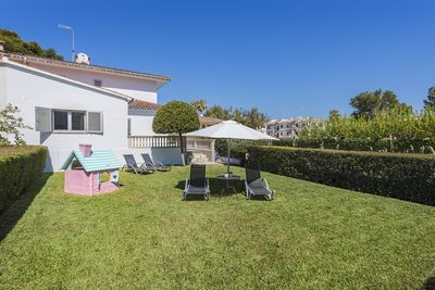 Garden area of 100 squared meters. BBQ