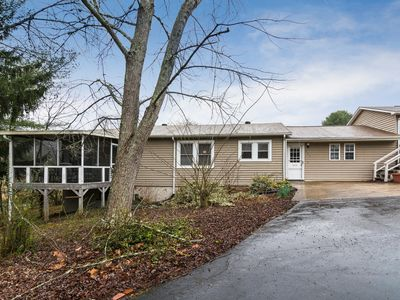 Photo for 3BR Cottage w/ Hot Tub