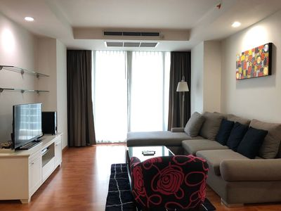 Photo for 🏢 Spacious 1-BR at BTS Ratchadamri by FlatMonthly