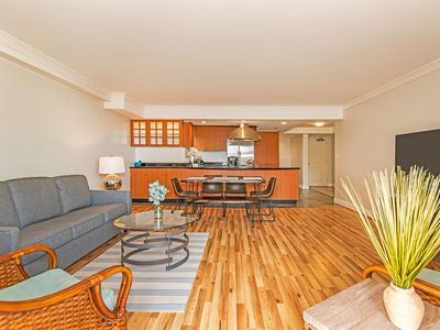 Spacious, Deluxe Waikiki 2 bedroom + 2 bath with Ocean Views, Walk to Everything