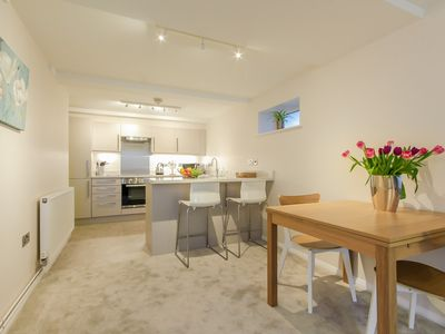 Photo for ★Contemporary Annexe with Patio & Parking, Nr to Blenheim palace & Ox.Airport★
