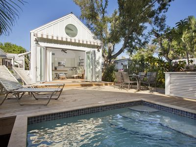 ~ LOLA'S PLACE ~ Stunning Home w/Pool, parking in the <3 of Key West. Dogs OK