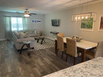 Fully Renovated- HGTV Featured- 2/2 5 Townhome- Sleeps 8- Perfect for  Families