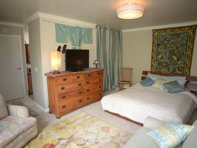 Photo for Spacious Master Bedroom, Private Bath & Entrance, Deck, BBQ, 2 d min, 2 per max.