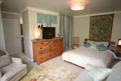 cozy room with private bath and entrance. Queen size bed with  Queen sofa sleep