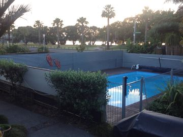 15 min to Airport and 15 to City + spa, pool,views