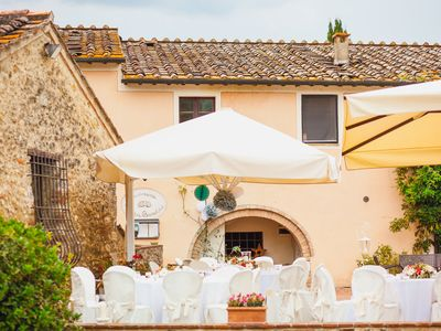 Photo for Lovely apartment with WIFI, pool, TV, patio, pets allowed and parking, close to San Gimignano