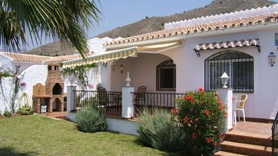 Villa Sol Jardin: 4 bed air conditioned family villa with shared pool -  Nerja