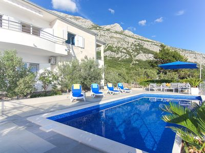 Photo for ctma160/ Villa with private pool and beautiful view, 6 + 2, ideal for families, couples and small groups of people in Makarska