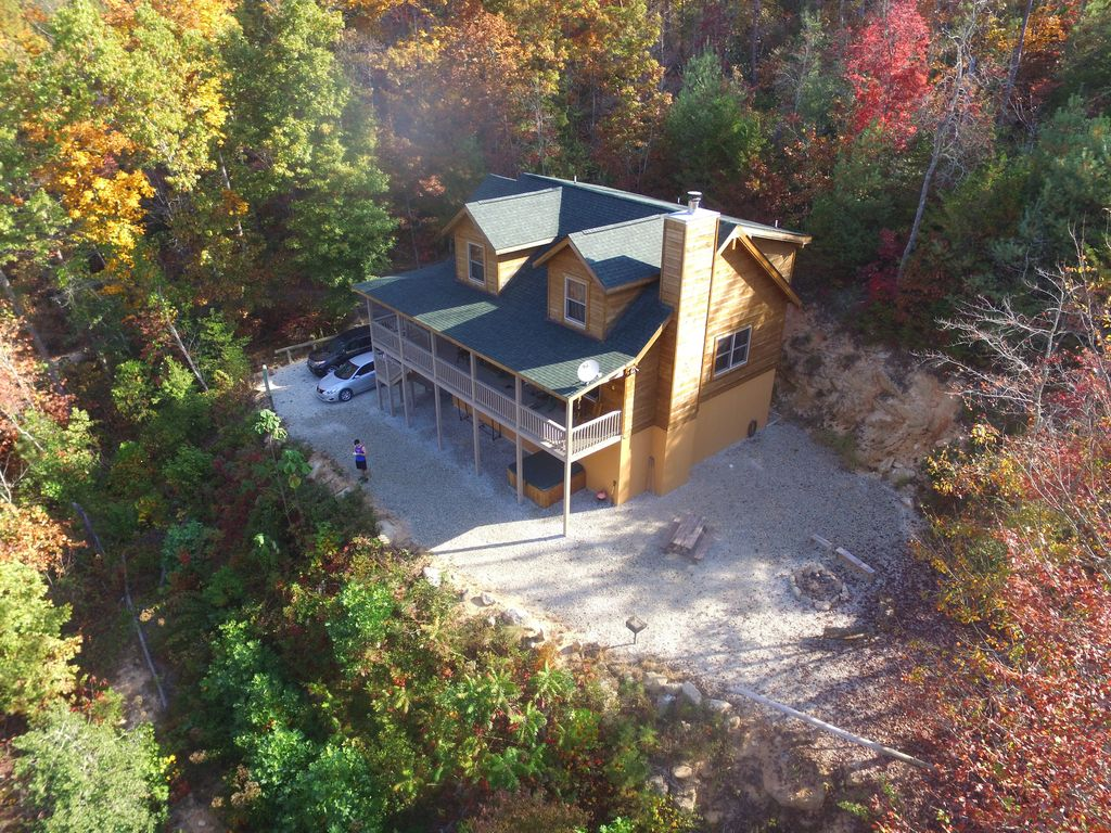 Secluded mountainside cabin sunset ridge bryson city for Winter cabin rentals north carolina