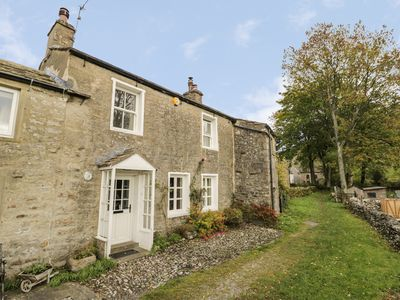Photo for LONG VIEW, pet friendly, with open fire in Kettlewell, Ref 960218