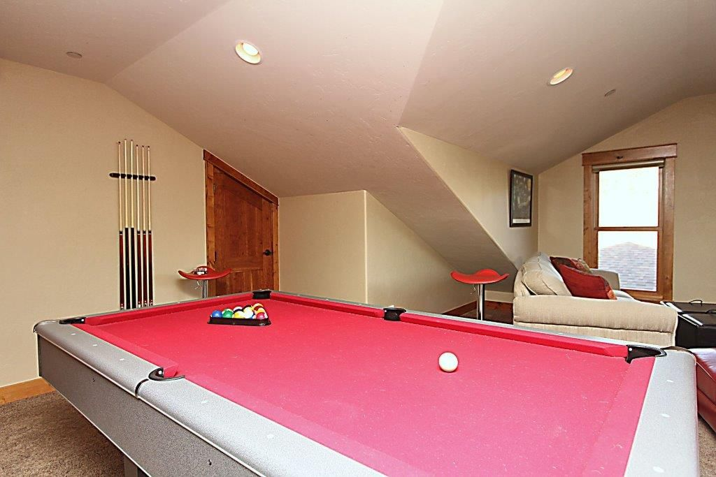 Huge Modern Two Story Loft Pool Table Ro VRBO - Huge pool table