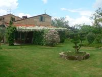 A beautiful compact prooperty by the River Gironde and in the area of St Emillion