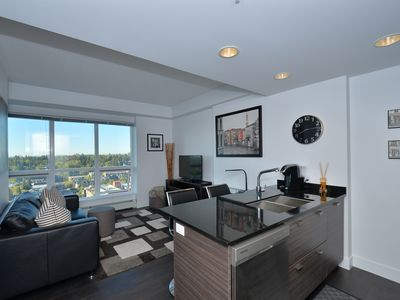 Photo for Modern Sub-penthouse Condo with Amazing Views!