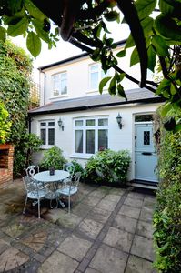 Photo for Ivy cottage, Free parking, Courtyard house, ZONE2