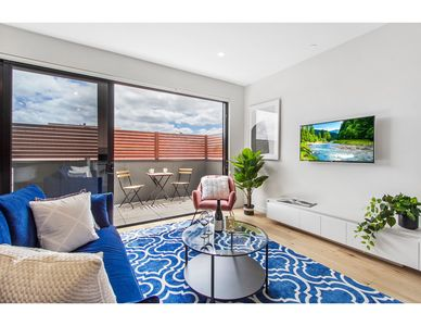 Photo for Boutique apartment in quiet, sought-after suburb