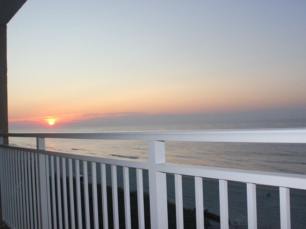 Enjoy Sunrise To Sunset From Oceanfront Corner Balcony