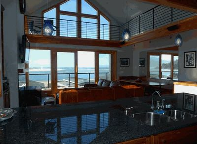Great Room w/a VIEW, counter seating@kitchen counter, LARGE bench/table to rt