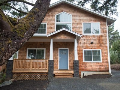 Photo for Newer home with GREAT location! Quick walk to beach, market, bakery and Mo's!
