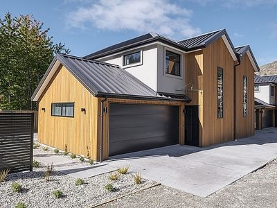 Photo for Arthurs Point Villa - Queenstown Holiday Home