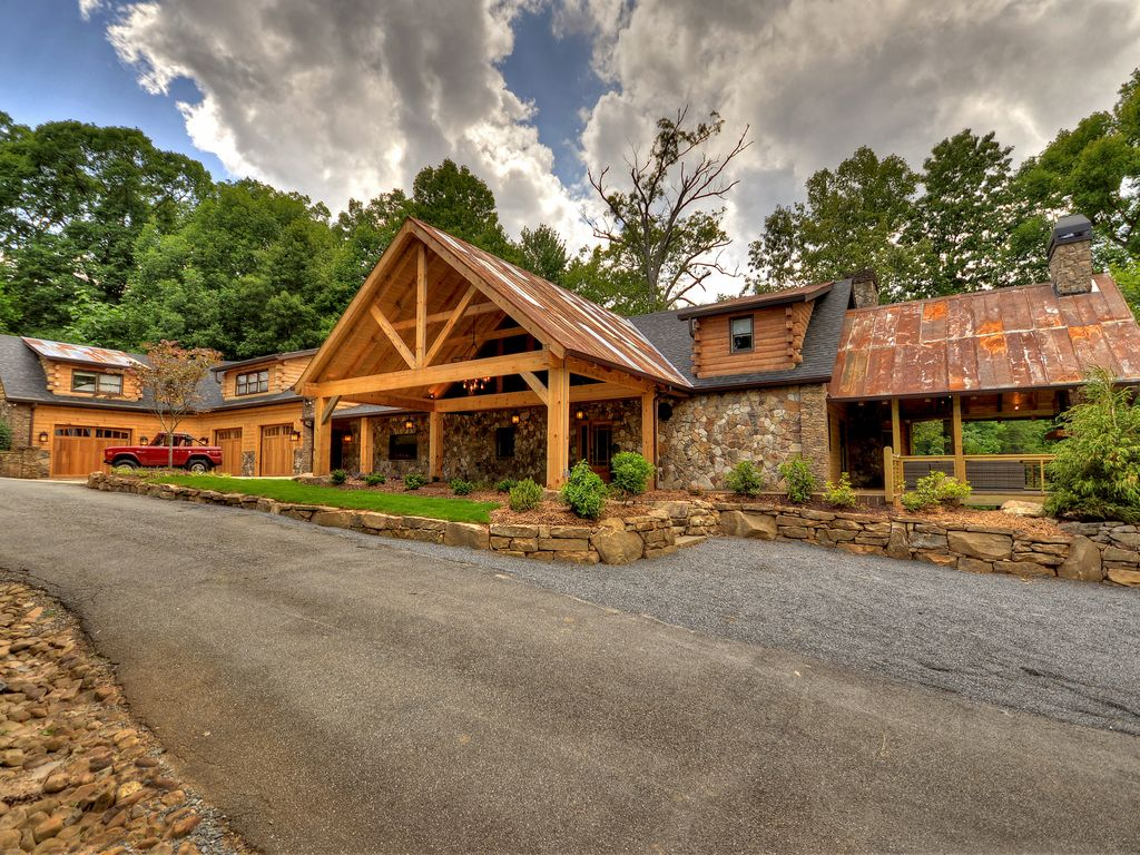 Upscale 7 Bedroom Lodge On Pristine Lake Bl Vrbo