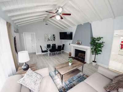 Photo for Spacious, Comfy Home to Experience L.A. in Style. 宽敞, 舒适的家, 体验洛杉矶的风格。